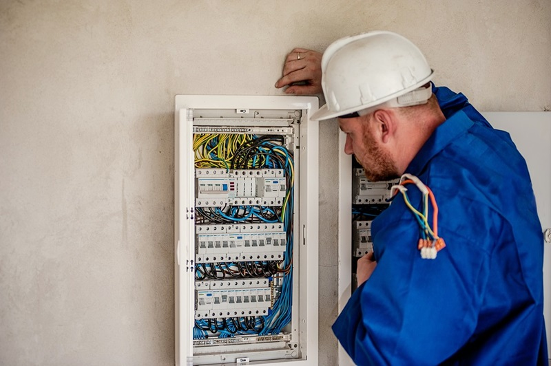 How to Find a Qualified and Right Electrician for your Home